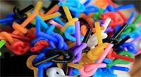أمريكا تنحني للضغوط المتعلقة بثقافة التخلص من المواد البلاستيكية بعد استخدامها